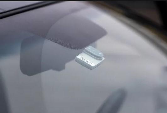 Транспондер крепится на ветровое стекло